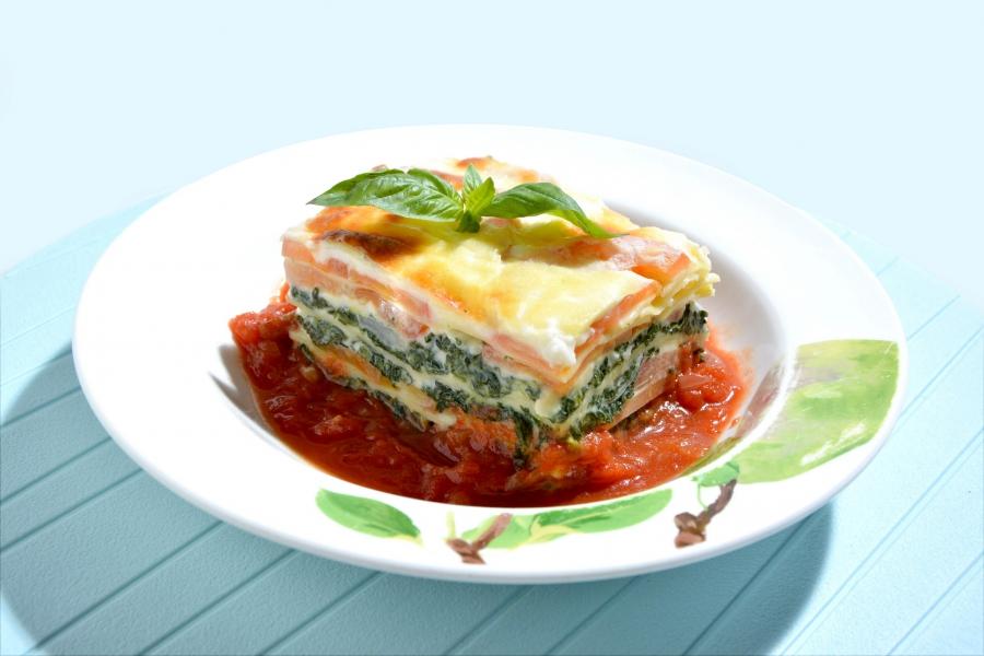 巴馬臣芝士鮮茄菠菜焗千層麵